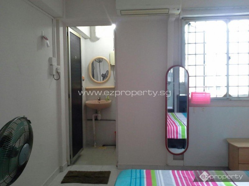 Master Bedroom Jurong East room for rent. 3-room hdb. jurong east street. s$ 950 | ez property